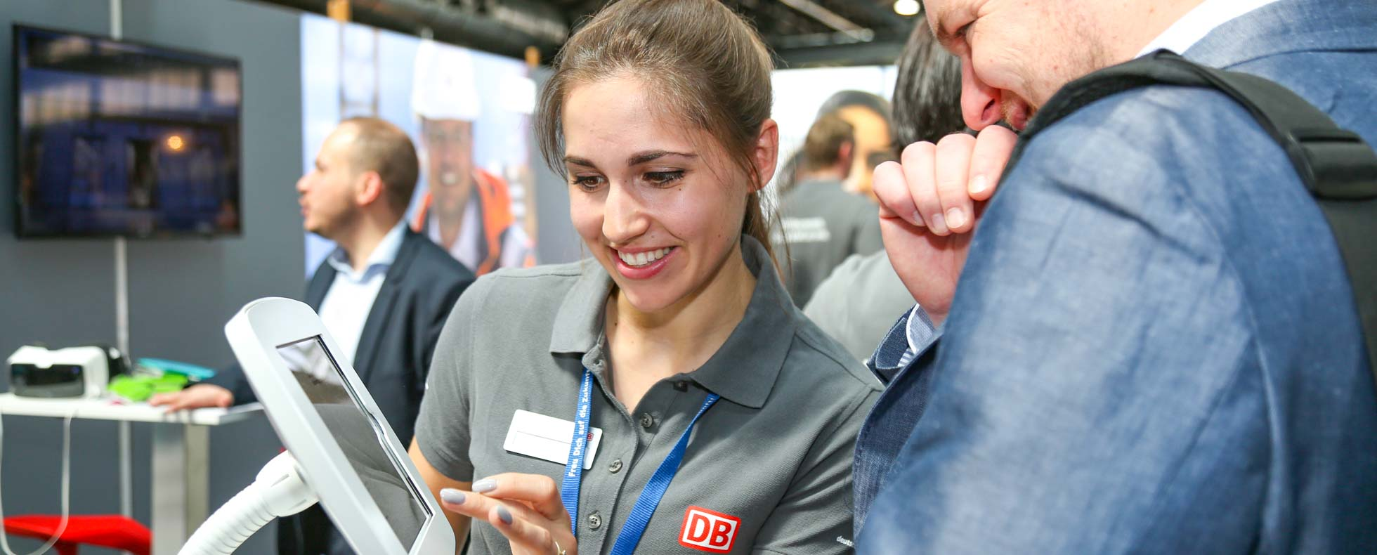 Traineeprogramm am Messestand Deutsche Bahn auf der Connecticum Karriere Messe