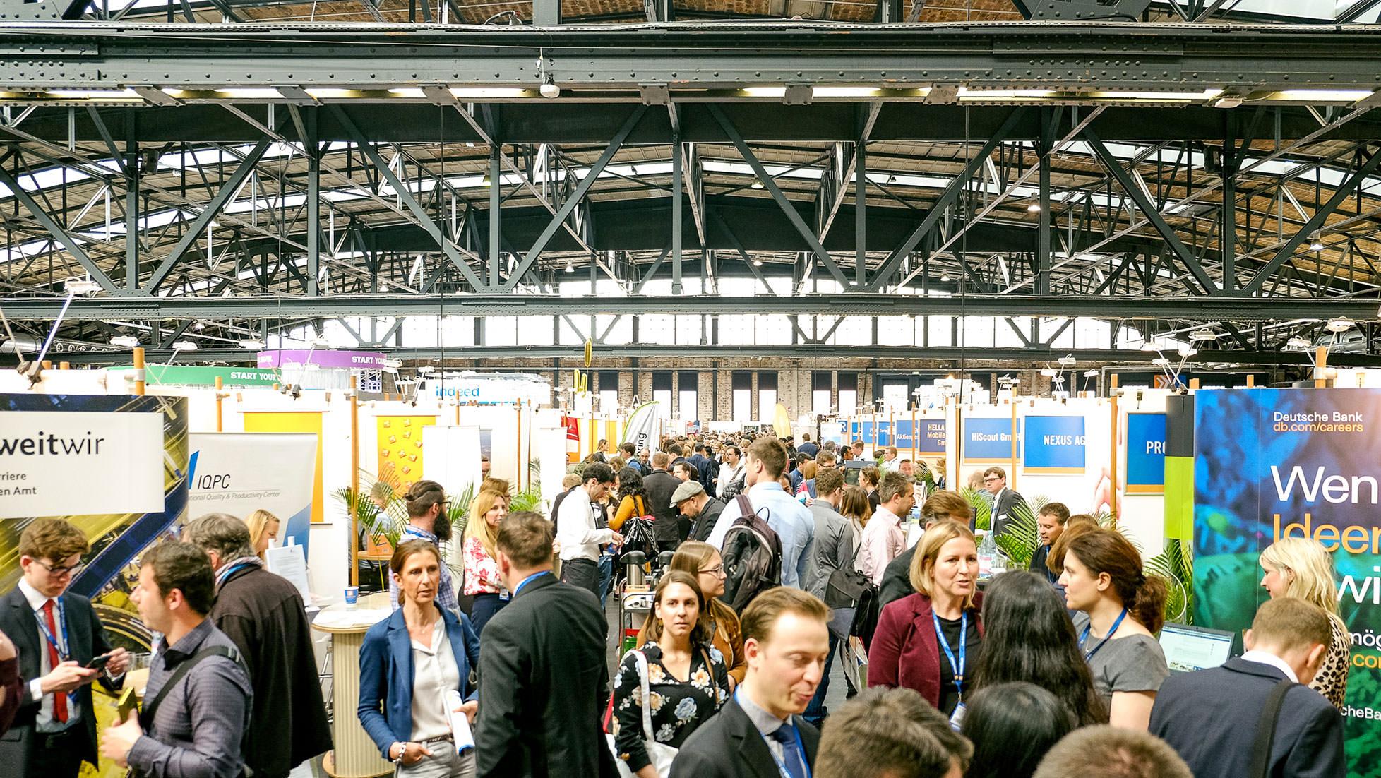 Foto von einer Standreihe auf der Connecticum Messe