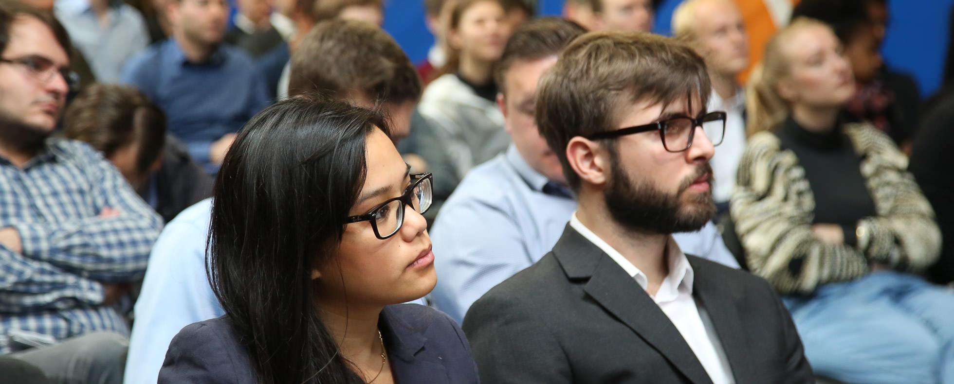 Publikum beim Firmenvortrag auf der Connecticum