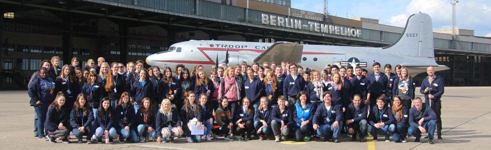 Messeteam auf dem Flugfeld vom ehemaligen Flughafen Berlin-Tempelhof
