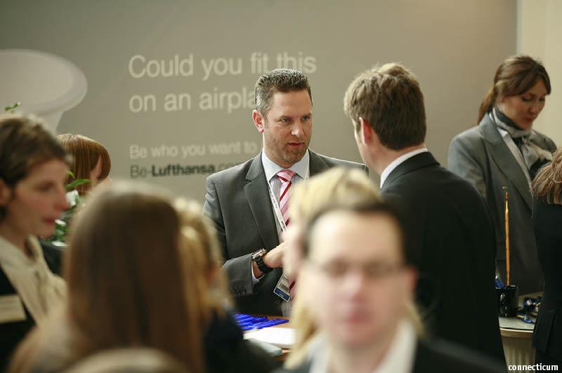Schnappschuss vom Messestand vom Lufthansa Konzern auf der connecticum Jobmesse 2012