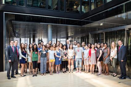 Cologne-Summer-School-Studenten-besuchen-Santander-Unternehmenszentrale