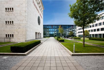 Neue-Hochschule-der-Bayerischen-Wirtschaft-fuer-angewandte-Wissenschaften-in-Muenchen-eroeffnet-Wissenschaftsstaatssekretaer-Sibler-gratuliert-zur-Aufnahme-des-Lehrbetriebs