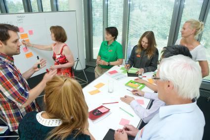 Hasso-Plattner-Institut-trainiert-Innovatoren-im-Managen-von-Komplexitaet-mit-Design-Thinking