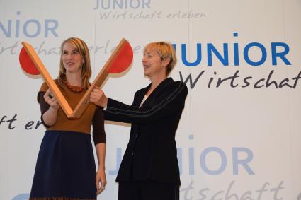 Startschuss-fuer-Schuelerprojekt-JUNIOR-Wirtschaft-erleben-1-500-Schueler-wollen-100-Firmen-in-Bayern-gruenden