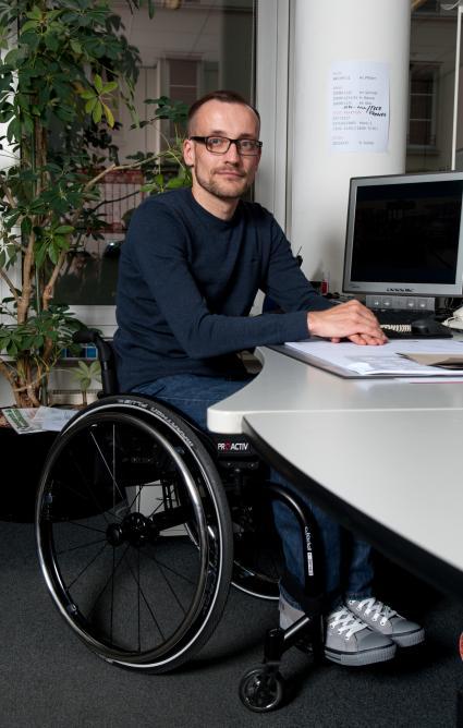 Internationaler-Tag-der-Menschen-mit-Behinderung-Nach-Arbeitsunfall-querschnittgelaehmt-BG-BAU-hilft-zurueck-ins-Berufsleben
