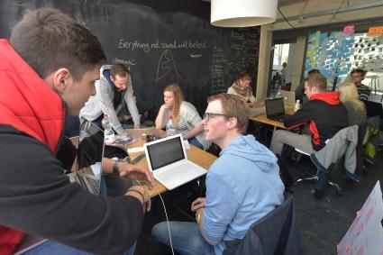 RWE-sucht-die-innovativste-Geschaeftsidee-15-Studentinnen-und-Studenten-machen-mit-beim-Startup-Camp-Ruhr-in-Bochum