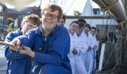 AIDA-Studenten-stechen-mit-Segelschulschiff-Grossherzogin-Elisabeth-in-See