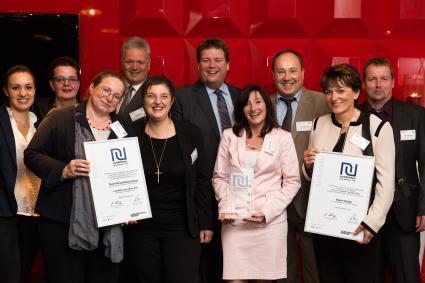 real-ist-Ausbilder-des-Jahres-2015-Zum-dritten-Mal-wurde-real-in-der-Kategorie-Handelszentralen-von-der-Fachzeitschrift-Lebensmittel-Praxis-zum-Ausbilder-des-Jahres-ausgezeichnet