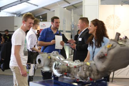Deutschlands-groesste-Aerospace-Jobboerse-am-Start-Das-ILA-CareerCenter-informiert-an-den-Publikumstagen-ueber-Berufschancen-in-allen-Feldern-der-Luft-und-Raumfahrt