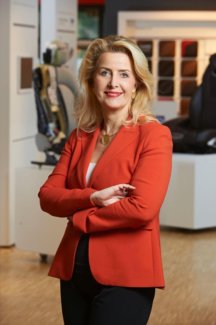 Annette-Stieve-erhaelt-Mestemacher-Preis-Managerin-des-Jahres-2016