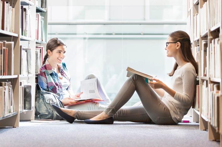 Richtig-krankenversichert-zum-Semesterstart-Viele-junge-Leute-starten-in-den-naechsten-Tagen-ihr-Studium-Einige-muessen-sich-zum-ersten-Mal-selbst-krankenversichern-Die-DVAG-nennt-wichtige-Regeln