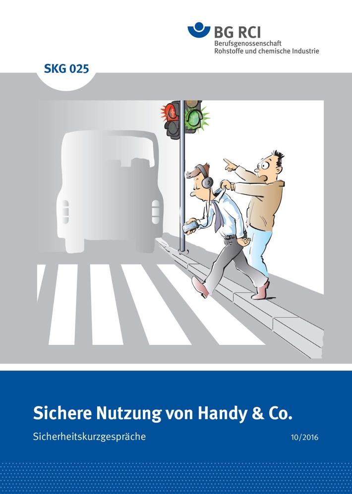 Risikofaktor-Handy-Co-Berufsgenossenschaft-Rohstoffe-und-chemische-Industrie-gibt-neue-Publikation-zur-richtigen-Nutzung-von-Mobilgeraeten-heraus
