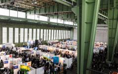 Arbeitgeber nutzen die Hallen der Personalmesse um Mitarbeiter zu finden