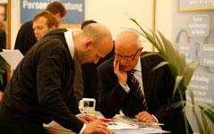 Bewerber und Unternehmen planen Karrierestart