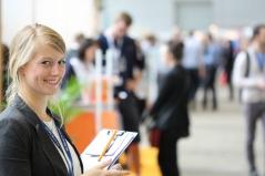 Ein Erfolgsgarant der Karrieremesse – Studenten arbeiten Seite an Seite mit erfahrenen Teammitgliedern