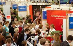 Firmen finden zukünftige Mitarbeiter auf Karriereevents