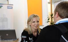 Personaler informieren über die Vorbereitung zum Bewerbungsgespräch im Unternehmen