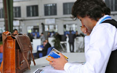 Studenten und Absolventen informieren sich über Deutschlands beste Arbeitgeber